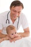 Examen del doctor recién nacido Imágenes de archivo libres de regalías