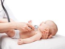 Examen médical de bébé photo stock