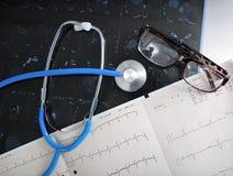 Examen médical de concept d'outils de diagnostic image libre de droits