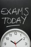 Examens aujourd'hui et horloge murale Photos libres de droits