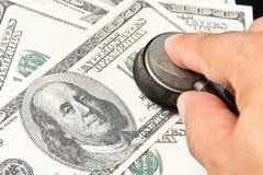 Examinação dos dólares americanos fotos de stock