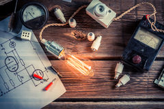 Examination of electric current flow in the classroom Royalty Free Stock Photography