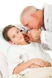 examine le pédiatre patient photos stock