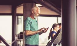 Examiner des exercices pour assurer aujourd'hui photos stock