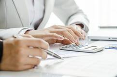 Examiner le chiffre financier Photo libre de droits