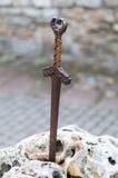 Excalibur, épée du Roi Arthur dans la pierre Photos libres de droits