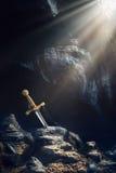 Excalibur della spada nella roccia Immagine Stock