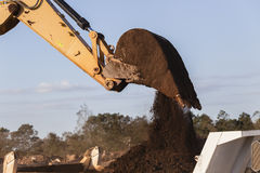 Excavador Bucket Earth de los terraplénes imagen de archivo libre de regalías