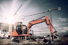 Excavador en emplazamiento de la obra Foto de archivo