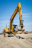 Excavador en la acción Fotos de archivo