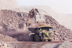 Excavador enorme mining Imagen de archivo libre de regalías