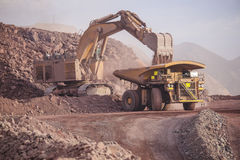 Excavador enorme mining Foto de archivo libre de regalías