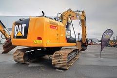 Excavador hidráulico del gato 320 E en Asphalt Yard Imagen de archivo libre de regalías