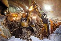 Excavador hidráulico del martillo - construcción del túnel del camino concreto imagen de archivo libre de regalías