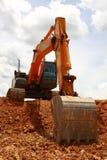 Excavador nublado foto de archivo libre de regalías