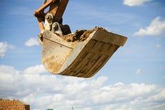 Excavador que se coloca en sandpit Imagen de archivo libre de regalías