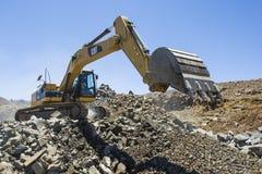 Excavador que trabaja en una mina Imagen de archivo