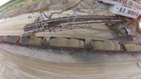 Excavador Takraf Ers 710 de la explotación minera de la arena almacen de metraje de vídeo