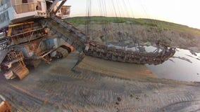 Excavador Takraf Ers 710 de la explotación minera de la arena almacen de video