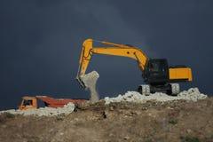Excavador y camión Fotos de archivo libres de regalías