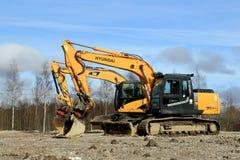 Excavadores en el emplazamiento de la obra Imagen de archivo