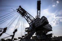 Excavadores gigantescos en la mina de carbón averiada Ferropolis, Alemania fotografía de archivo libre de regalías