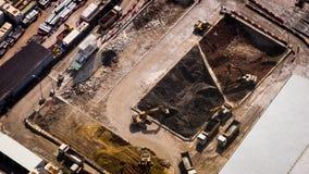 Excavadores y pistas del volquete en la construcción Hon Kong Lapso de tiempo, cambio inclinable almacen de video