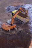 Excavation et charge Photographie stock