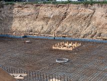 0498_Excavation jama z betonowymi stali matami i monier żelazem dla podłogowej cegiełki Obrazy Royalty Free