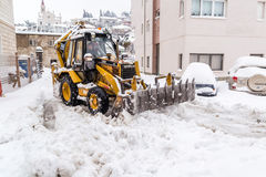 Excavator cleans the streets of large amounts of snow Royalty Free Stock Photos
