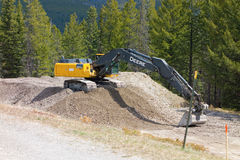 An excavator at a construction site in canada Royalty Free Stock Photos