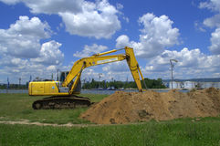 Excavator digging ground Royalty Free Stock Photos