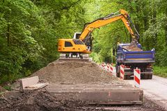 Excavator loading earth Royalty Free Stock Photography