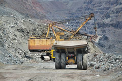 Excavator loading iron ore Royalty Free Stock Photo