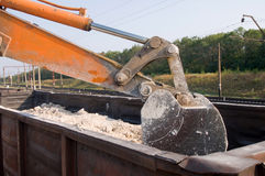 Excavator loads gravel Royalty Free Stock Photography