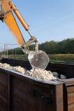 Excavator loads gravel Royalty Free Stock Photos