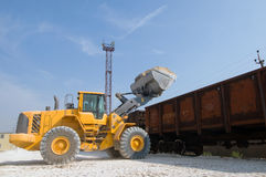 Excavator loads gravel Royalty Free Stock Images