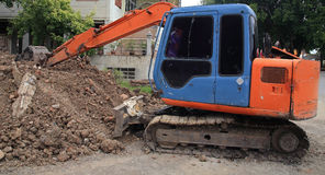 Excavator machine scoping dirt. At construction site Royalty Free Stock Photo
