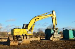 Free Excavator New Holland E215B With Crusher Bucket MB BF80.3 S4 For Crushing Concrete At Construction Site Royalty Free Stock Photo - 171570715