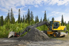 Excavator in the road building Royalty Free Stock Photos