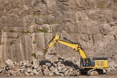 Free Excavator Working On A Stone Quarry. Geological Excavation Equipment Stock Photos - 164337613