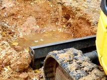 Excavatrice dans l'action ! Photographie stock libre de droits