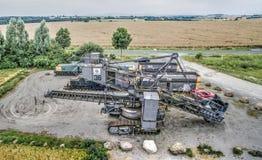 Excavatrice de lignite sur le parking de visiteur de la mine à ciel ouvert Schöningen près de Helmstedt images stock