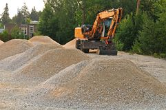 Excavatrice de seau au chantier de construction images libres de droits