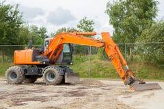 Excavatrice orange Photographie stock libre de droits