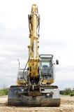 Excavatrice sur le chantier de construction Image stock