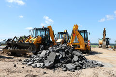 Excavatrice sur le chantier de construction Images libres de droits