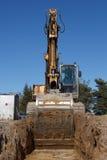 Excavatrices creusant le fossé d'égout Images libres de droits