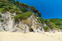 Excave en una playa, parque nacional del tasman de Abel, Nueva Zelanda 3 imagenes de archivo
