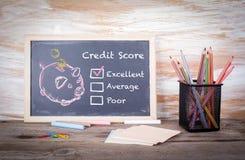 Excelente, conceito da pontuação de crédito Fundo da placa de giz com textura imagens de stock royalty free